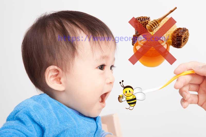 蜂蜜を食べようとする赤ちゃん
